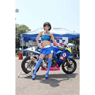ちょっと寒そうーっみなさん頑張ってー♡ 私もしっかり応援します( ̄^ ̄)ゞ♡ 桶川 桶川スポーツランド サーキットレディ レースクイーン バイク .