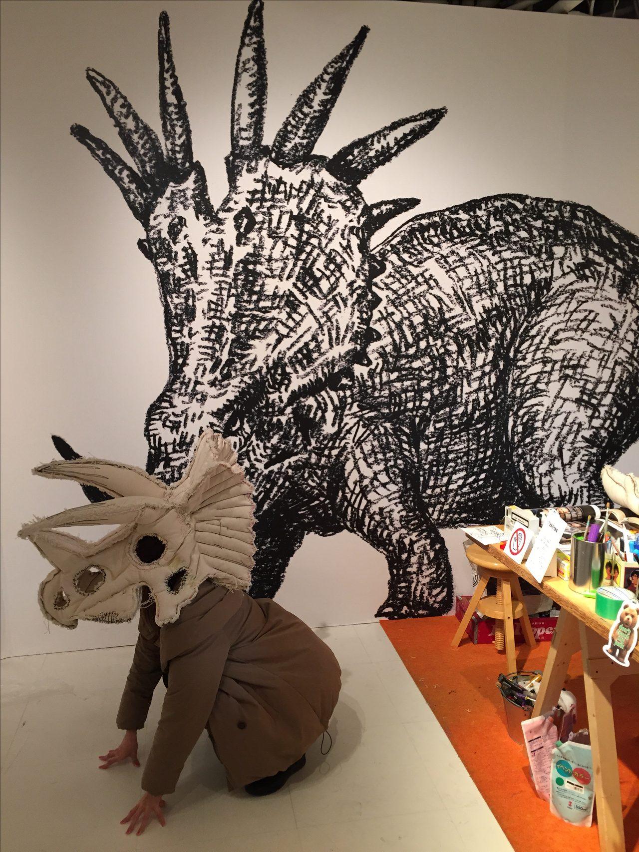 画像5: 下半身丸出し恐竜人間