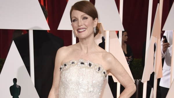 画像: 『アリスのままで』でアカデミー賞主演女優賞を獲得したジュリアン・ムーア、着用したドレスは965時間かけて作られたシャネルの特注品!