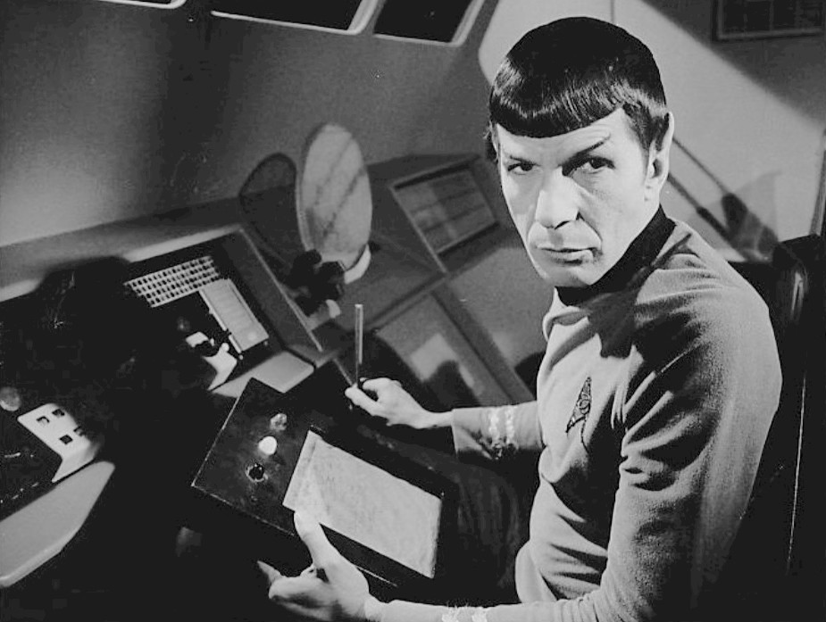 画像1: [訃報]  『スタートレック』のMr.スポックで有名な俳優レナード・ニモイ氏が肺疾患で死去、83歳。