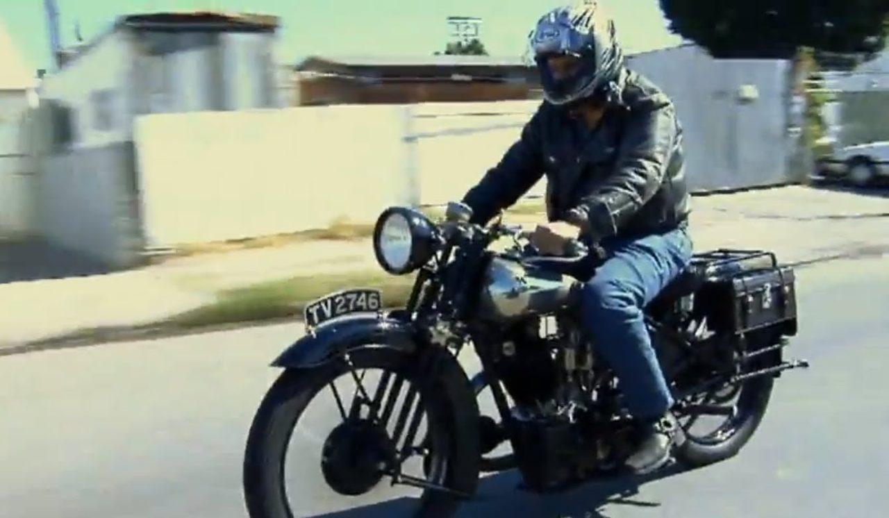 画像: 実車の走りに酔い痴れよ。- 1930 Brough Superior SS100 - Jay Leno's Garage - YouTube