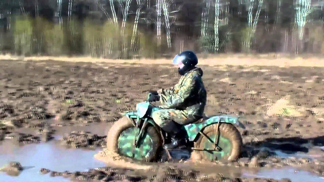 画像1: ロシアから空気をこめて? バルーンタイヤの2輪駆動車