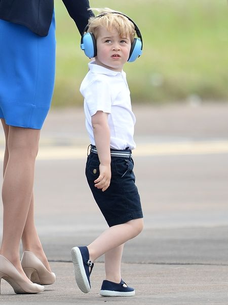 ジョージ王子 Prince George イギリス 2016年 総まとめ 総集編 一年を振り返る 総復習 ロイヤルファミリー イギリス王室 空軍 基地 飛行機好き 癒し 青色 ヘッドフォン