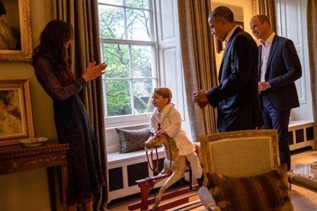 ジョージ王子 Prince George イギリス 2016年 総まとめ 総集編 一年を振り返る 総復習 ロイヤルファミリー イギリス王室 オバマ大統領 アメリカ大統領夫妻 プレゼント 木馬