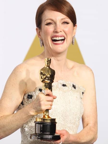 ジュリアン・ムーア オスカー像 アカデミー賞 Julianne Moore Academy Awards Oscar