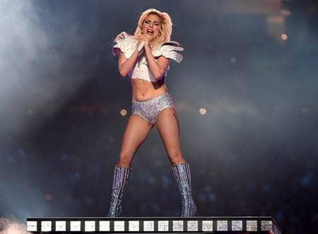 レディー・ガガ スーパーボウル ハーフタイムショー 体形 批判 反論 Lady Gaga Halftime Show Superbowl Body Shaming Shut Down