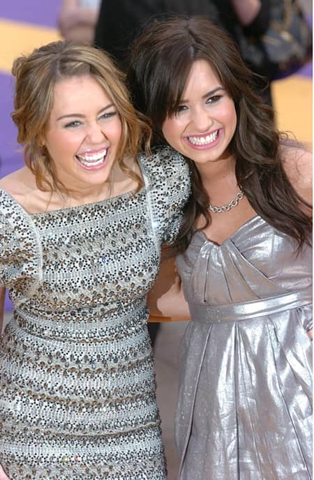 デミ・ロヴァート Demi Lovato  マイリー・サイラス  Miley Cyrus 再会 女性のマーチ 不仲 払拭 歴史的な日 ディズニースター ディズニーチャンネル 親友