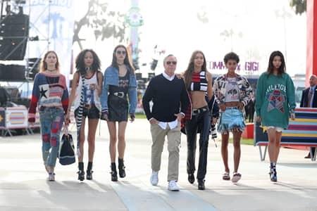 ジジ・ハディッド Gigi Hadid トミーヒルフィガー Tommy Hilfiger TOMMY×GIGI 2017年春夏 ベニスビーチ コレクション フェス TOMMY LAND 3,000人 観客 顧客 おしゃれ ポップアップストア モデル 豪華