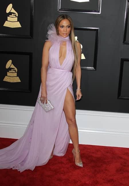 ジェニファー・ロペス  Jennifer Lopez 第59回 グラミー賞 2017年 レッドカーペット 着用ドレス ブランド