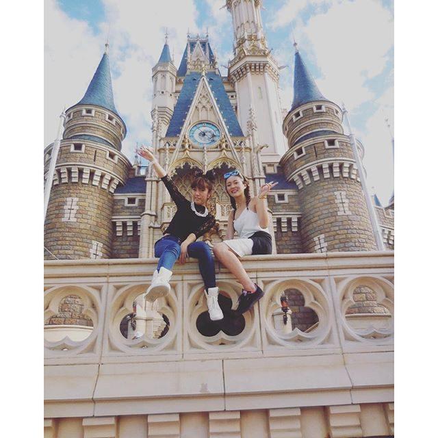 画像: #怖すぎて#顔が#ブスすぎる#シンデレラ城#高校生の真似 instagram.com