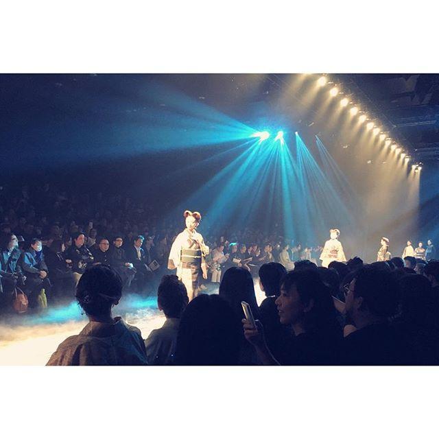 画像: … Mercedes-Benz Fashion Week TOKYO _JOTARO SAITO_ KIMONO STYLE COLLECTION  _GO BEYOND_  #MBFWT #JOTAROSAITO #WWDJFW #着物 #日本  ... www.instagram.com