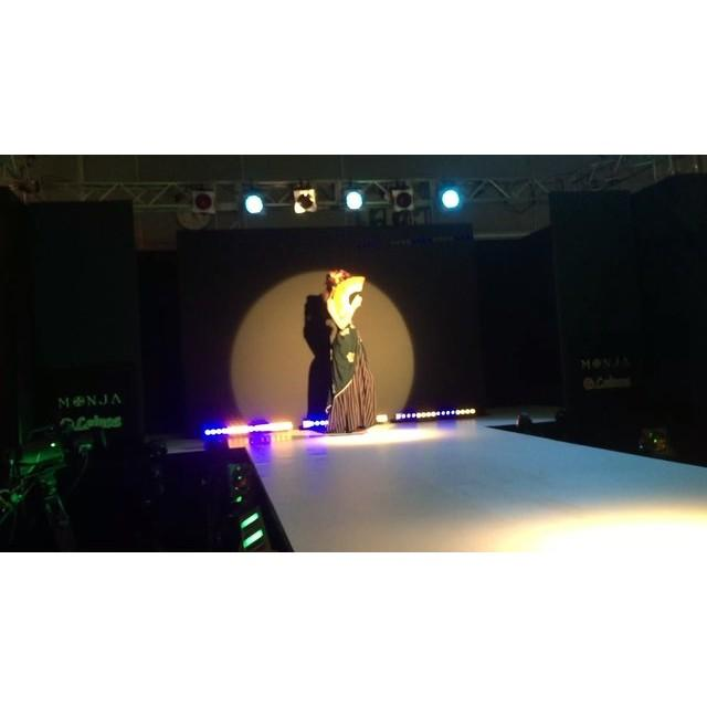 画像: … digest movie >> MONJA  FASHION SHOW _ 1  #MONJA #古布mode #着物 #ドレス #ファッションショー #デジテク #日テレ  #fashionshow #digitech #ntv #kimon ... www.instagram.com