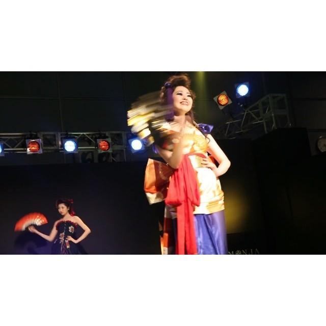 画像: … digest movie >> MONJA  FASHION SHOW _ 4  #MONJA #古布mode #着物 #ドレス #ファッションショー #デジテク #日テレ  #fashionshow #digitech #ntv #kimon ... www.instagram.com