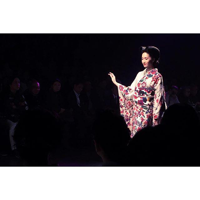 画像: … Mercedes-Benz Fashion Week TOKYO _JOTARO SAITO _ KIMONO STYLE COLLECTION  _GO BEYOND_  #MBFWT #JOTAROSAITO #WWDJFW #着物 #日本 ... www.instagram.com