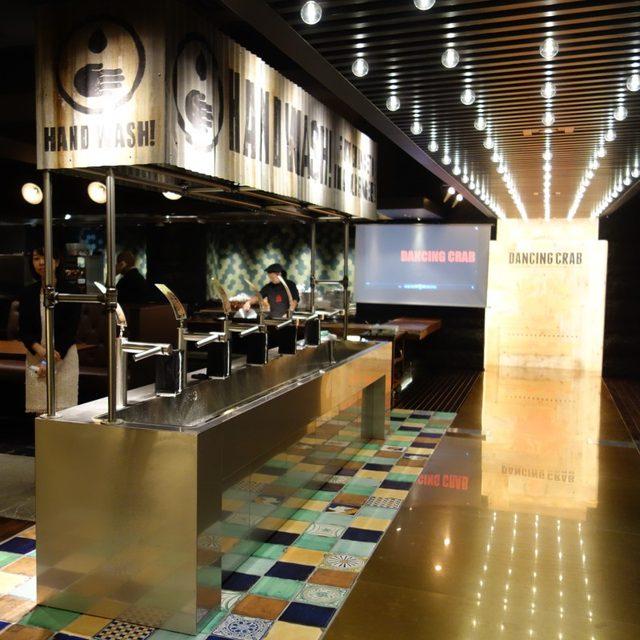 画像: 手づかみでワシワシ豪快に食すシーフードレストラン DANCING CRAB