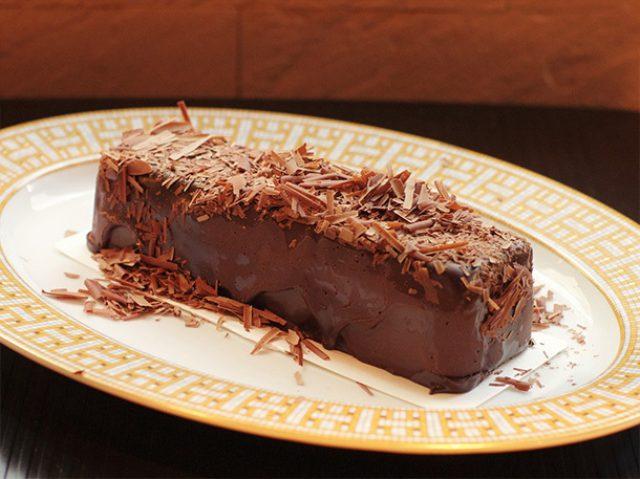 画像: 半世紀も愛され続ける、これぞ殿堂のチョコレートケーキ