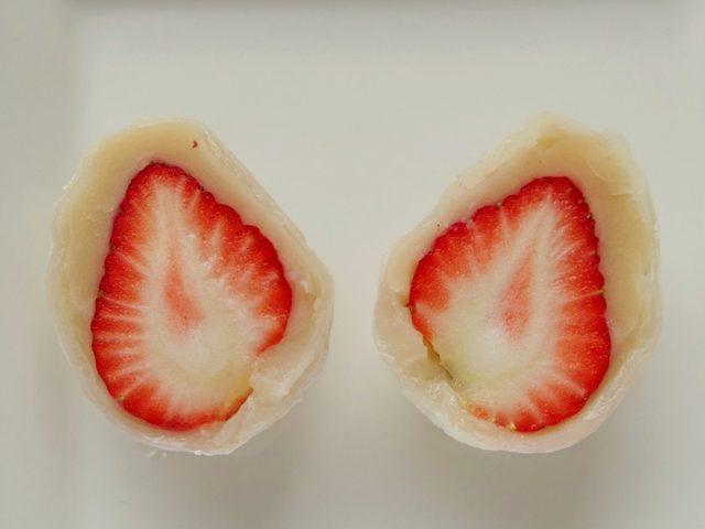 """画像: これが""""幻のいちご大福"""" 5~6センチ大の静岡産いちご「紅ほっぺ」が丸ごと1個!"""