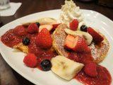 画像: フレンチトーストのようにアパレイユに浸し焼き上げるパンケーキはもはやアシェットデセールだ!