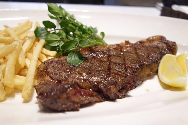 画像: 「FLAMME SCENE」仏語で「炎のシーン」という名のステーキレストラン
