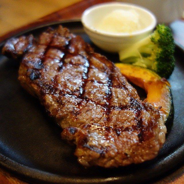 画像: 御殿場に来ても肉(笑) サーロインステーキ。 六本木の37 Steakhouse & Barの姉妹店。 instagram.com