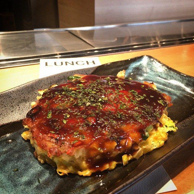 画像: 本日ランチはお好み焼き〜!! お肉お休み〜、、、かな?(笑) #西麻布 instagram.com