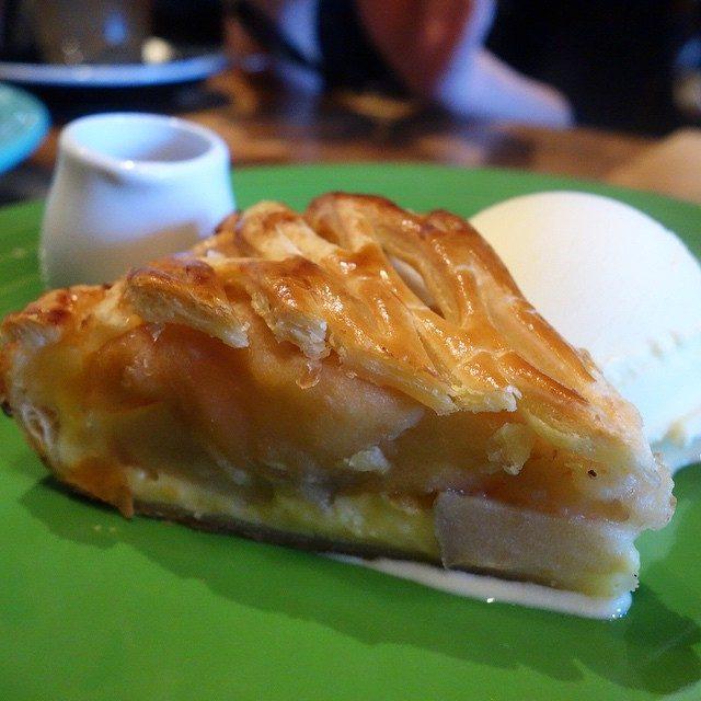 画像: 今月からグラニースミスのアップルパイが赤レンガパークでも食べられます! 素材の味がしっかり美味しいアップルパイといえばココ!! instagram.com