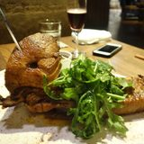 画像: 昨夜堪能した「特大マグロのカマ焼きスパイシー風味」。 デカいので、4人で食らっても大満足。 ほぐし職人がメンバーに同席していると、綺麗に食べられます(笑) instagram.com