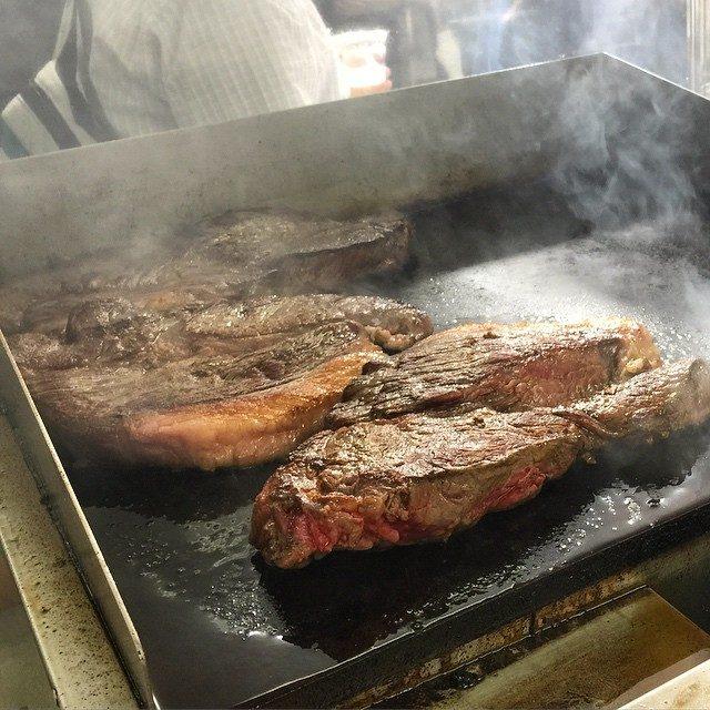 画像: 本日から開催 肉博 ! リ・カーリカの和牛ステーキ大行列。 午前中から百貨店催事の肉が大盛況!! instagram.com