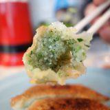 画像: 暑い、バテる。 スタミナと思ったら餃子が食べたく止まれず (笑) 餃子の王さま の餃子は餡が透き通る薄皮に野菜のみじん切りで、ニラニラしていて好き! instagram.com
