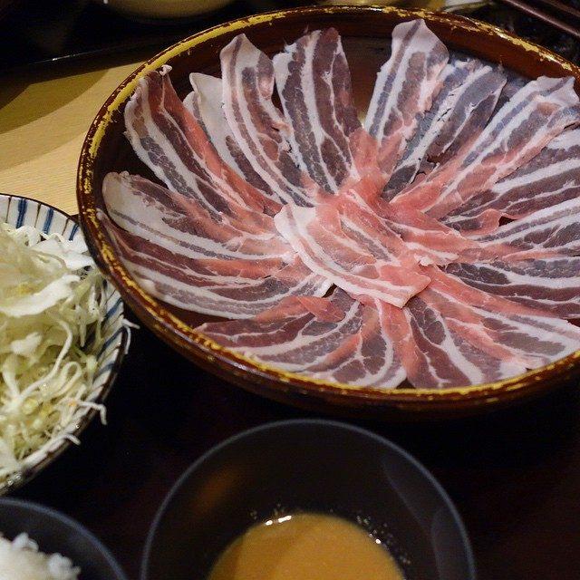 画像: もち豚しゃぶしゃぶランチ〜 千円だなんて、大満足! あっ、昨夜も豚しゃぶ食べたっけ(笑) instagram.com