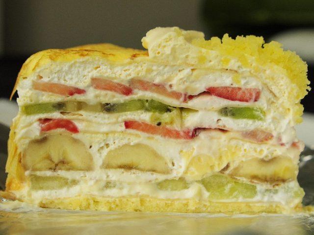 画像: 一度は食べたい、クリームとフルーツがたっぷり肉厚な5層のミルクレープ