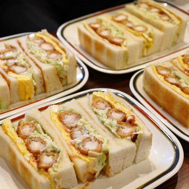 画像: コンパル本店で名古屋名物エビフライサンド!エビフライ3本、玉子焼きをカツソースとタルタルソースのダブルソースを使ってトーストパンでサンド! ここから名古屋人はエビフライ好き、、、という都市伝説が始まったのでは?? instagram.com