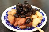 画像: 豆家 茜 - こんなお茶請けは見たことがな~~い!!(笑)山盛りに盛られた、煮豆の盛り合わせ!