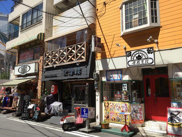 画像: リズレーが開業したアイスクリームサロンがあったとされる場所は現在は中華街の中にある。現 9bfjd 中区山下町103番地付近