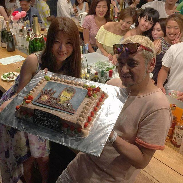 画像: 今夜はスコッチバンク渋谷 1周年記念パーティー! TARO&とっちー、そして家族みたいなスタッフのみんな、心からおめでとう!! instagram.com