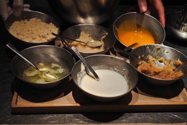 画像: 肉はドライエイジング但馬牛の粗挽き(肉肉しさ)、二度挽き(ふっくら感)、鹿児島黒豚ひき肉(ジューシー感)から選べる