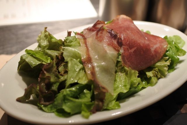 画像2: 肉肉しさの中にドライエイジングビーフの独特のナッツ香がひろがり艶っぽい味わい