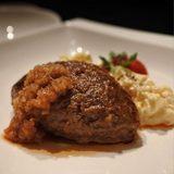 画像: #ランチハンバーグ  できなかったので、夜ハンバーグ(笑) 加藤牛肉店の隠れ家ステーキ&焼肉の「あつし」にて。山形牛雌牛を昼に味わうのはもったいないもんね!! #毎日ハンバーグ instagram.com