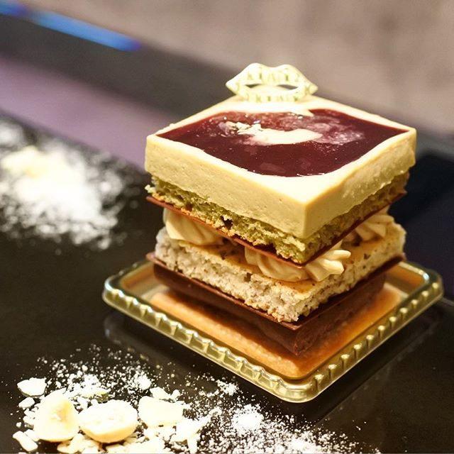 画像: ザ・パークハウス西麻布レジデンス1Fの「SALON DE LOUANGE」 あの美しいスイーツを生み出す「LOUANGE TOKYO」の会員制スイーツサロンが新たに誕生。久々に色々と食べてきたけれど、以前にも増してケーキなどが美味しくなっており正直 ... instagram.com