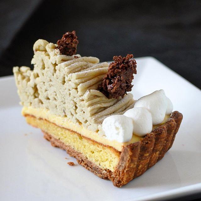 画像: 赤坂にあるタルト名店 アラボンヌーの季節限定 栗のタルト。茨城県笠間産の栗のペーストは和栗ファンならずとも捨て置かない。バター香ばしいタルト生地とカスタードクリームとの組み合わせもも素晴らしい。この秋食べておきたいモンブランです! #アメージングう ... instagram.com