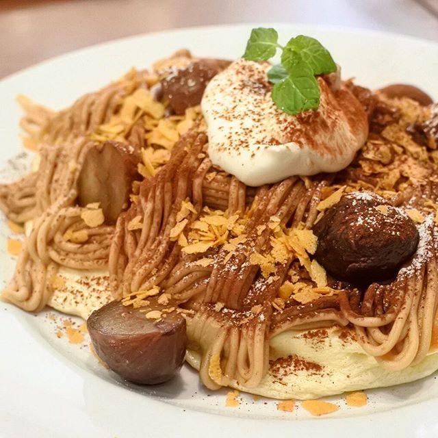 画像: 久々の超ヒットパンケーキ! あのスプーンで食べるフワトロパンケーキのスコッチバンク渋谷のマスカルポーネパンケーキにモンブランバージョンあるの知ってます?? ここだけの話、特製マロンクリームは鎌倉市の名店CALVAによるもの!大人なクリーム、ラムホイ ... instagram.com