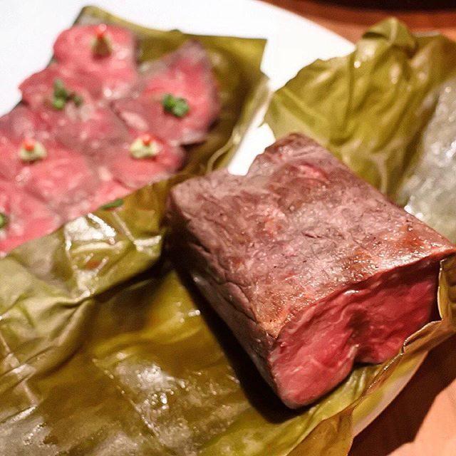 """画像: フランス語で""""ご馳走""""という意の日本料理店 ラ・ボンバンス。「にいがた和牛」の肉料理は低温調理し、昆布締めした、じわじわと調教したかのようなエロいローストビーフ。グルタミン酸イノシン酸の旨味がヌラヌラと火照り、肉汁を閉じ込めたかのようなコクすら感じ ... instagram.com"""