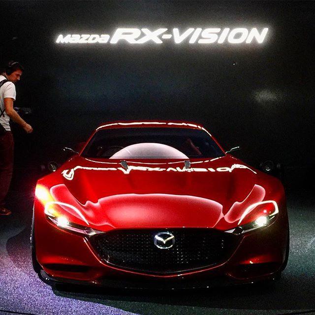 画像: いよいよ明日から一般公開の東京モーターショー2015。60周年を迎えた今回は、コンセプトカーにスポーツカーがたくさん展示されていて車が元気な時代を彷彿。世界初公開『Mazda RX-VISION』はローターリーエンジン搭載。エクステリアに走る鼓動が ... instagram.com