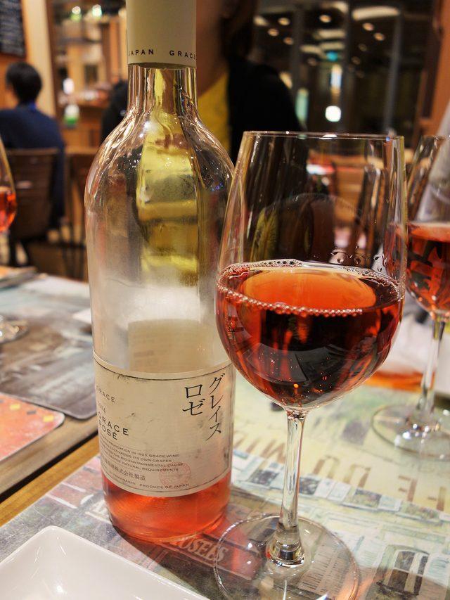 画像: グレイスロゼはとにかくロゼ色が美しくフルーティー。香りも華やかで富士桜ポークをドレスアップしてくれます。これはメインにふさわしい逸品です。