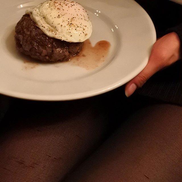 画像: 今夜のメインは黒毛和牛のハンバーグ。肉汁ジュンジュワー!(笑) instagram.com