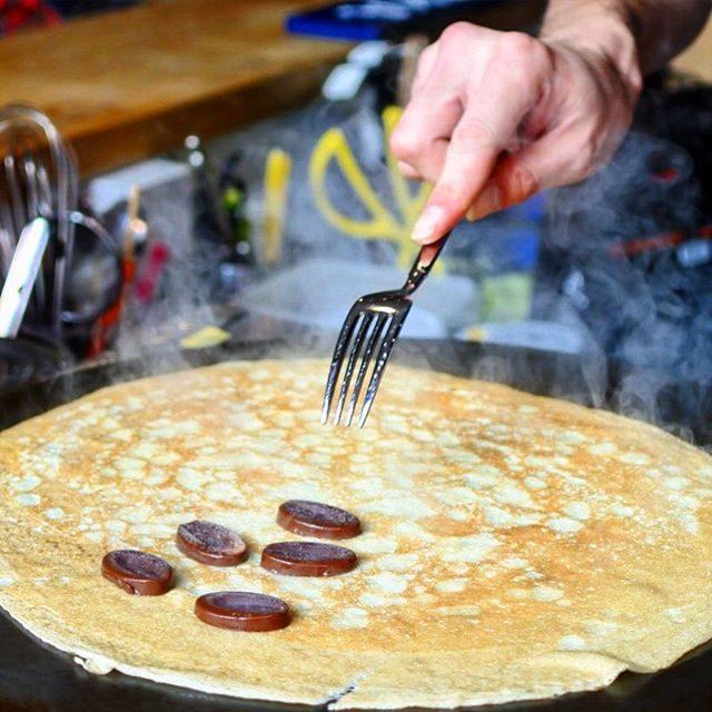 画像: 横浜・菊名に日本人妻を持つフランス人パイロットがオーナーのスタンドクレープ屋さん「レ・コパン」発見! おばあちゃんのレシピというクレープ生地にたはバターが仕込まれていて、なんとも言えない香ばしよい薫り。 ニアンボというビタークーベルチュールチュール ... www.instagram.com