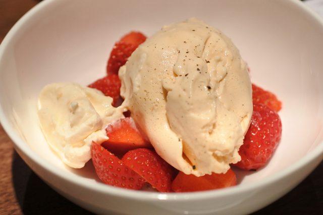 画像: イチゴとハチミツのアイスクリーム