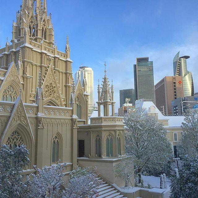 画像: 目覚めたら、大聖堂の雪景色。 1/21 グランドオープンの #ザストリングスホテル名古屋 ブッブェレストランからの眺め。 www.instagram.com