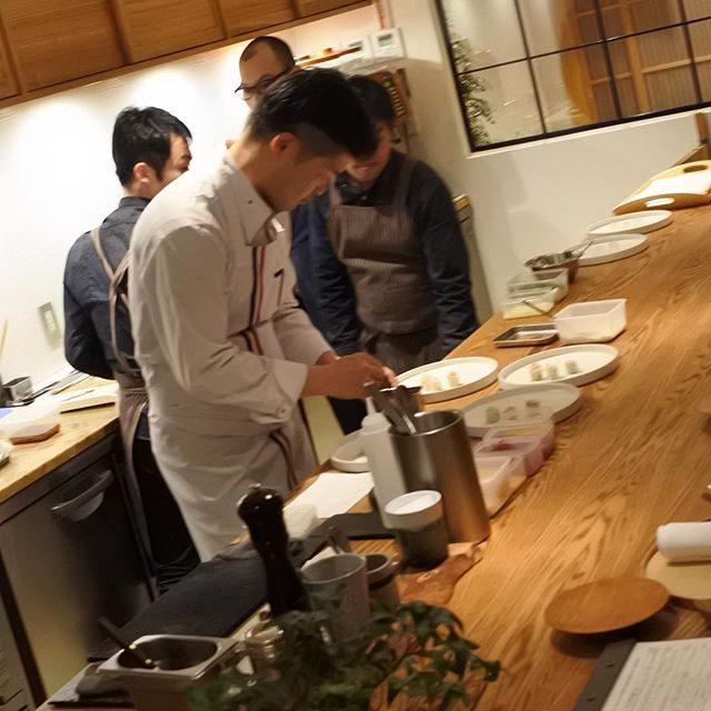 画像: 祇園にある、メディアが話題にしているレストラン #山地陽介 。さてさて、楽しみ〜(笑) #祇園 #花見小路道 www.instagram.com