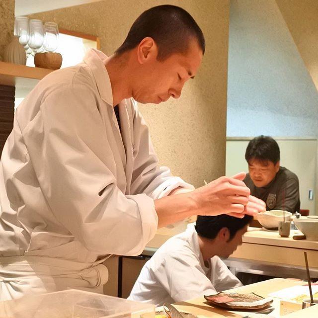 画像: 今夜は大阪のグルメ王子と大阪 福島 の #寿し処あま野 。さすが、予約困難を当日リクエスト!! 今夜のキタの冷え込み凄い。 www.instagram.com